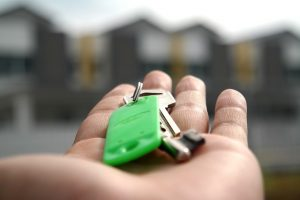 House keys in the hand.