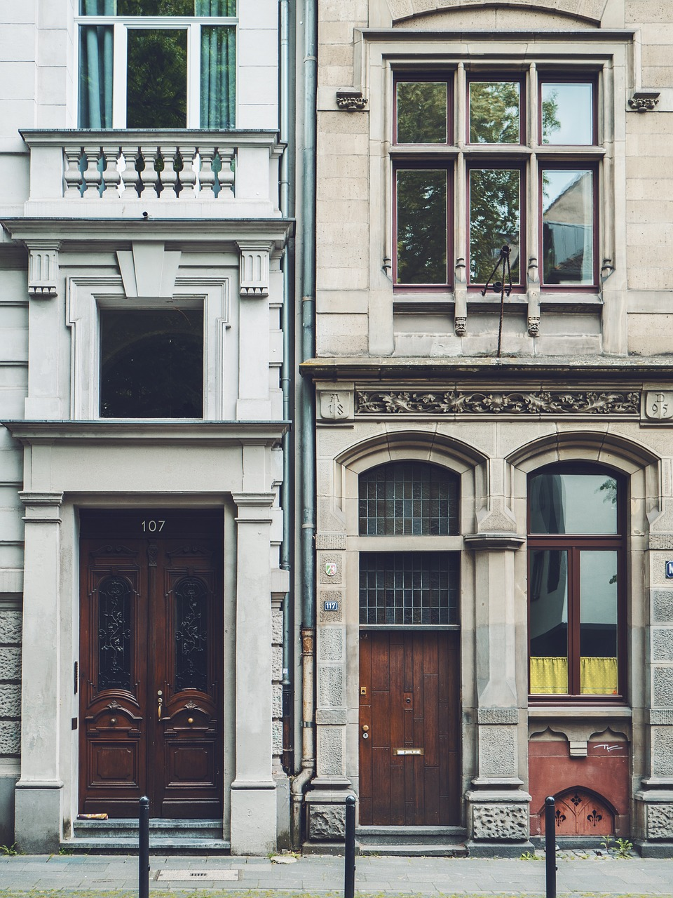 Charming apartment entrance, view from the street