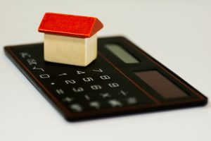 Proper financial evaluation will help you to choose between apartment or home