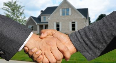 Two hands shacking satisfied which is one of the reasons to get started in real estate
