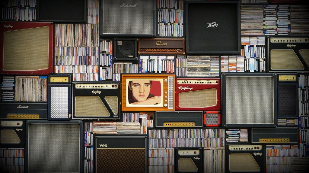 Small studio with music records that prove how important is to maximize space in a small studio apartment