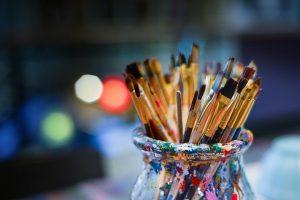 A jar full of art brushes